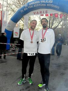 Ilgaz ve Mert Atatürk Koşusu finish alanı