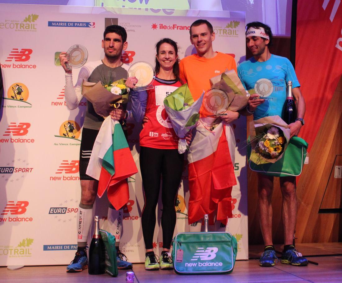 İlk Eyfel Dikey Yarışı kürsüleri, soldan sağa: Kiril Nikolov, Suzy Walsham, Piotr Lobodzinski, 3. Bernard Dematteis
