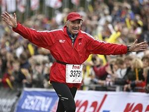 Madrazo finişte zaferini kutlarken. Foto: Banderas News