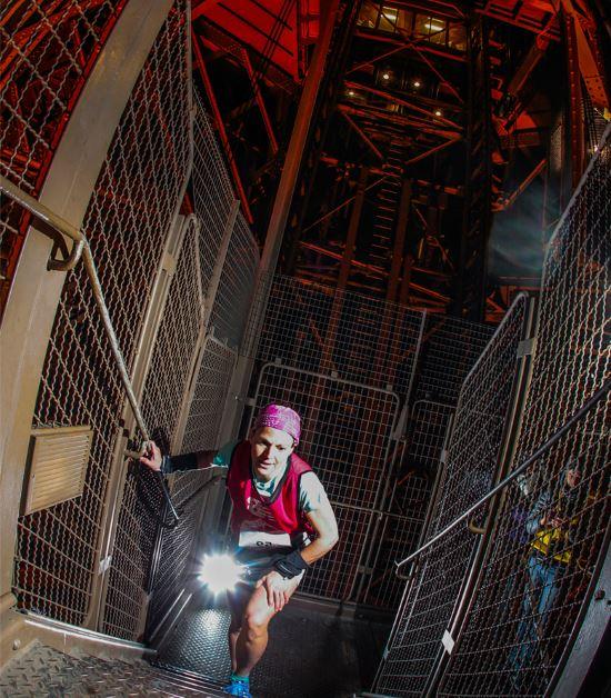 2015 Eyfel Kulesi Dikey Yarışı parkurundan bir kare. F: Organizasyon
