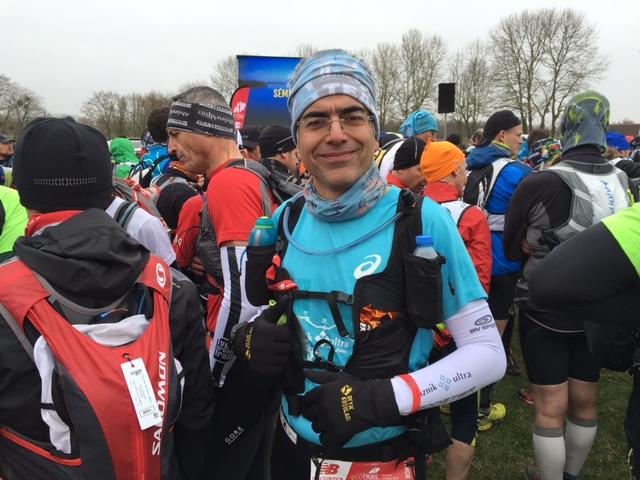 KoşuGazetesi yazarı Caner Odabaşoğlu 2016 yılında 80K yarışını 2. kere koşmaya hazır, start alanında. F: JL Fenaux