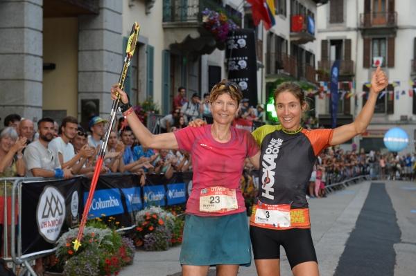 UTMB parkurunda Caroline CHAVEROT (sağ) Andrea HUSER ile yaşadığı kovalamacayı kazandı. Foto: Pascal Tournaire